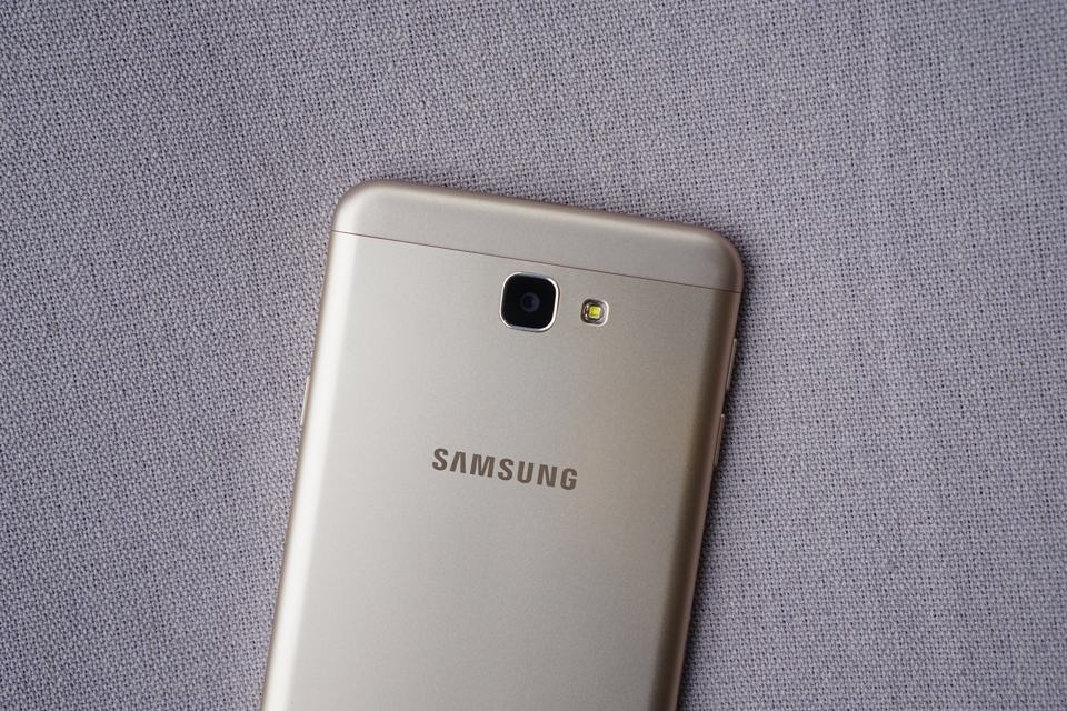 samsungs-galaxy-j7-prime-pictures